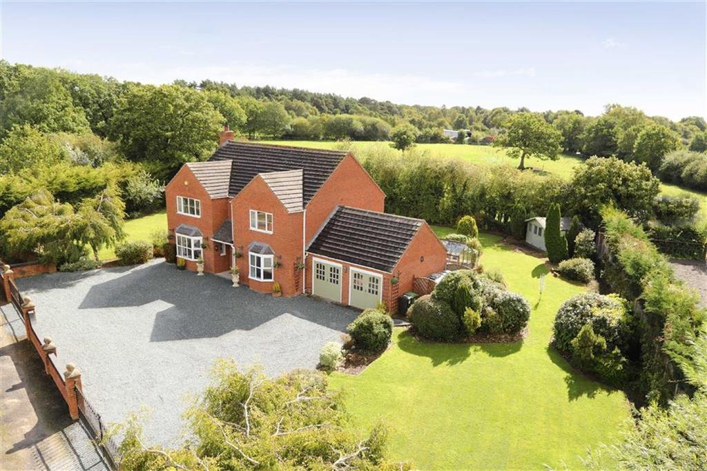4 Bedrooms Detached House for sale in Moss Lane, Bettisfield, SY13