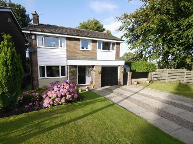 4 Bedrooms Detached House for sale in Foxcroft Drive Rastrick Brighouse