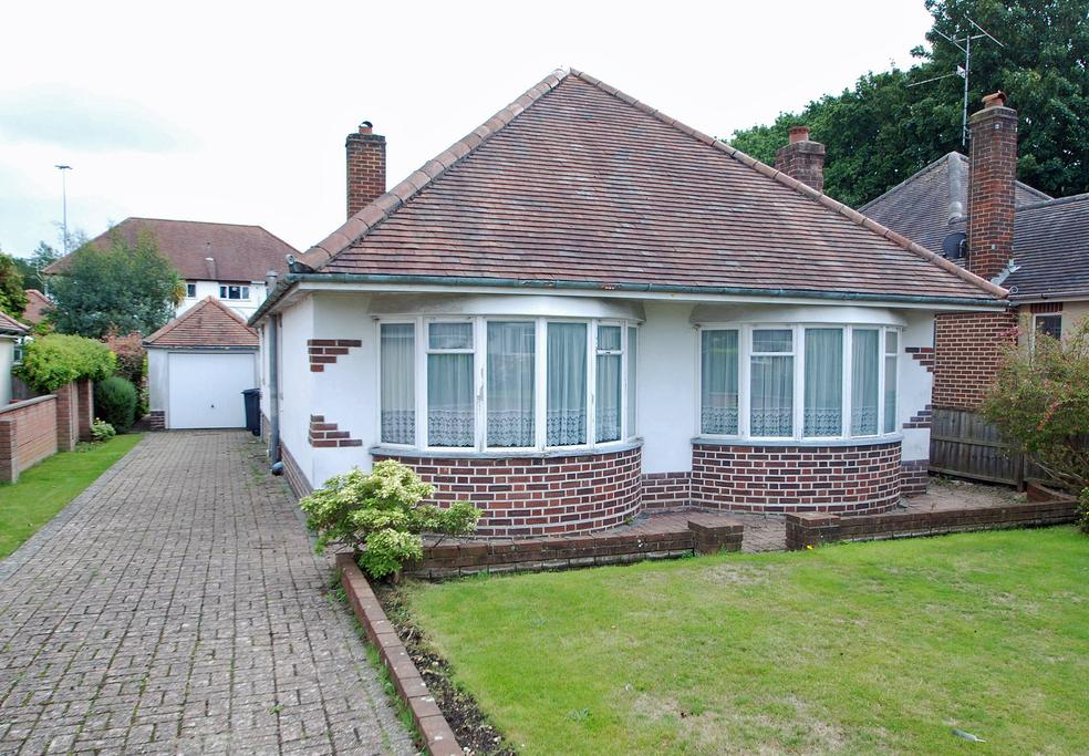 2 Bedrooms Bungalow for sale in Leydene Avenue, Bournemouth, BH8