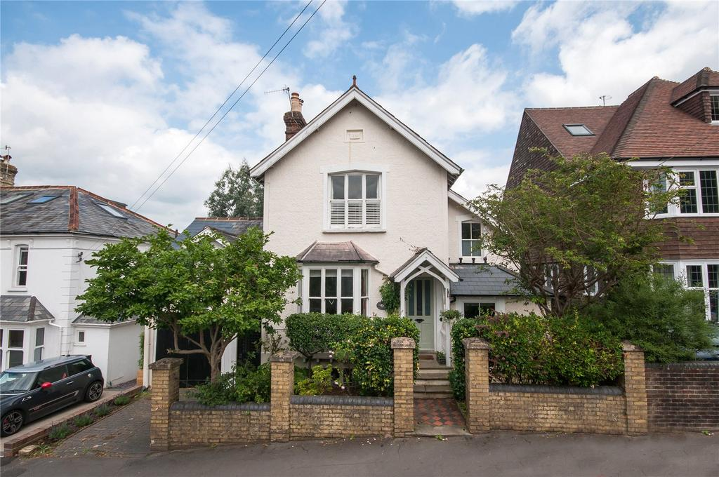 4 Bedrooms Detached House for sale in Howard Road, Reigate, Surrey, RH2