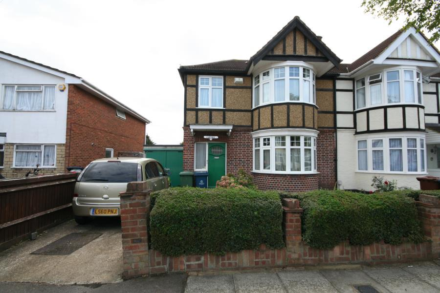 3 Bedrooms Semi Detached House for sale in Rowland Avenue, Kenton HA3 9AF