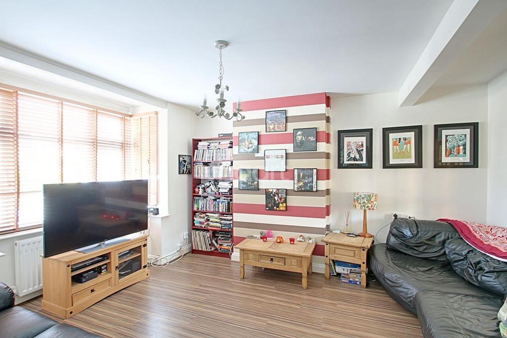 3 Bedrooms Semi Detached House for sale in Brentwood Road, Gidea Park