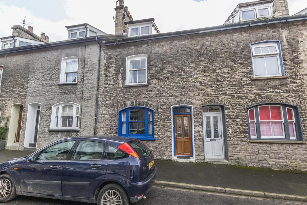 3 Bedrooms Terraced House for sale in 8 Queen Katherine Street, Kendal