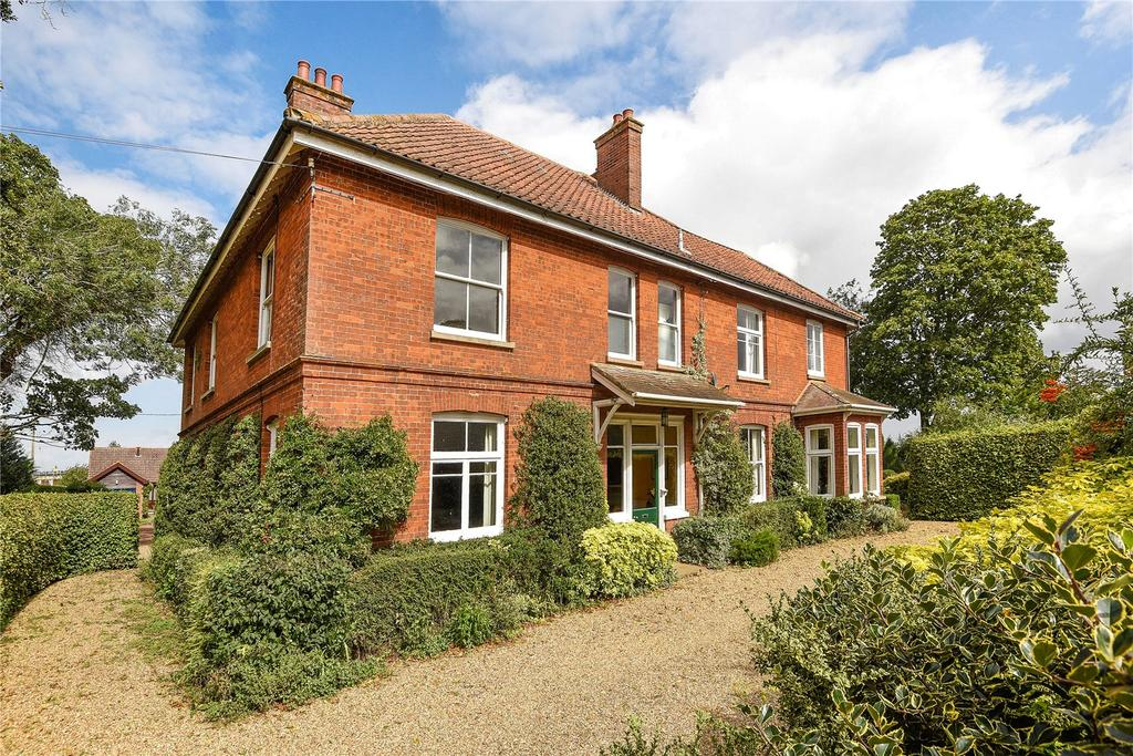 6 Bedrooms Detached House for sale in Beechwood Court, Wymondham, Norfolk