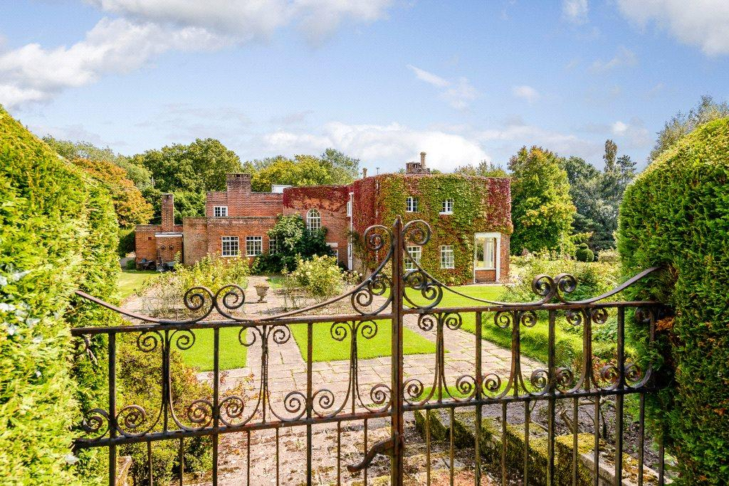 4 Bedrooms Detached House for sale in West Mare Lane, Pulborough, West Sussex