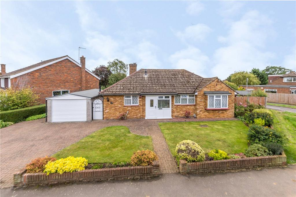 3 Bedrooms Detached Bungalow for sale in Blackhorse Lane, Redbourn, St. Albans, Hertfordshire