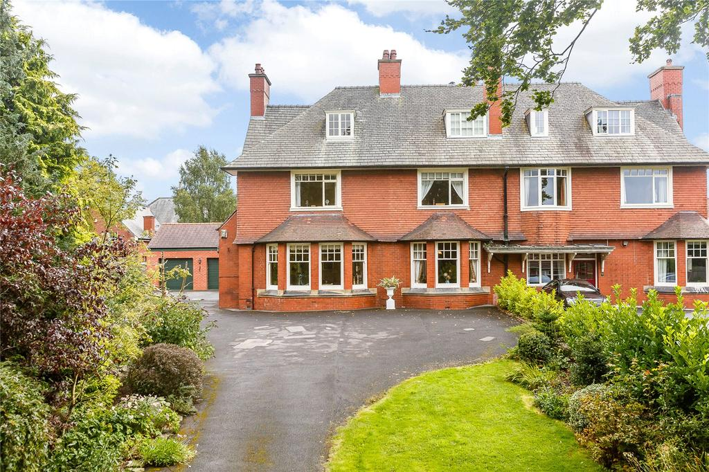 4 Bedrooms Semi Detached House for sale in Ribblesdale Avenue, Clitheroe, Lancashire, BB7