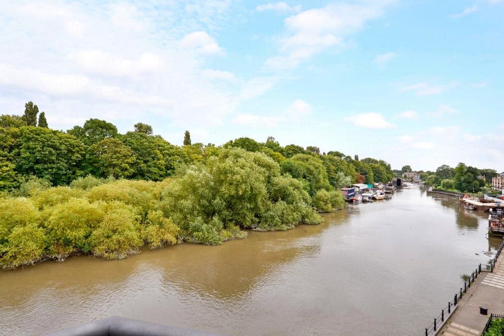 3 Bedrooms Penthouse Flat for sale in Riverside Mill House, 20 Church Street, Isleworth, Middlesex, TW7