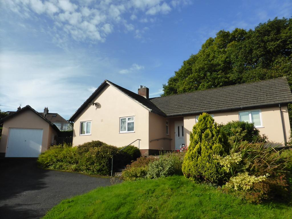 3 Bedrooms Detached Bungalow for sale in Okehampton, Devon