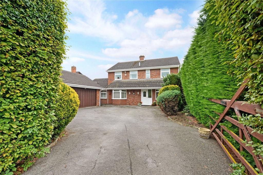 5 Bedrooms Detached House for sale in Station Road, Rossett, LL12