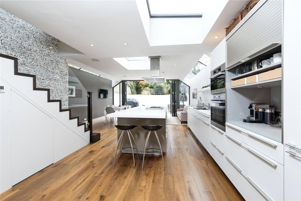 5 Bedrooms Semi Detached House for sale in St. James's Drive, London, SW17