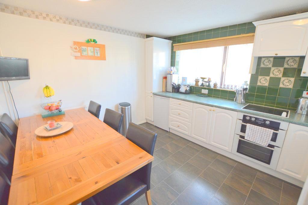 3 Bedrooms Semi Detached House for sale in Corbridge Drive, Wigmore, Luton, LU2 9UH