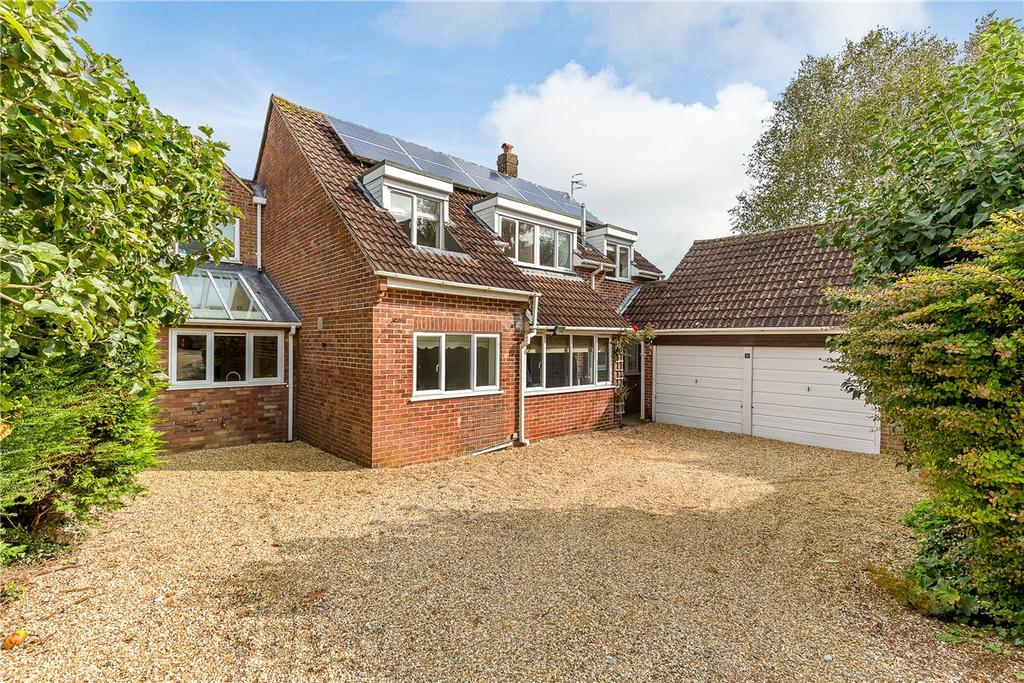4 Bedrooms Detached House for sale in Bergamot Close, Manton, Marlborough, Wiltshire, SN8