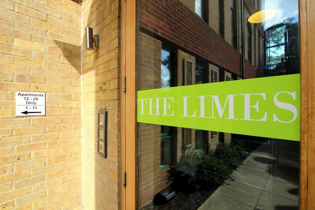 2 Bedrooms Apartment Flat for sale in The Limes, Dunstable Street, Ampthill, Bedfordshire, MK45 2GJ