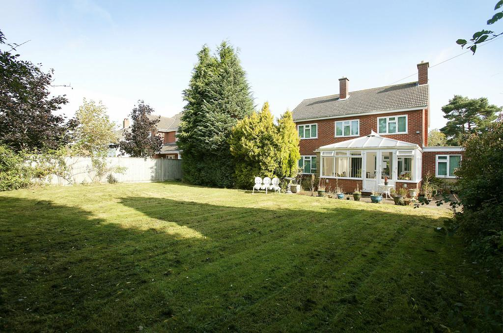 4 Bedrooms Detached House for sale in Mill Road, Hethersett