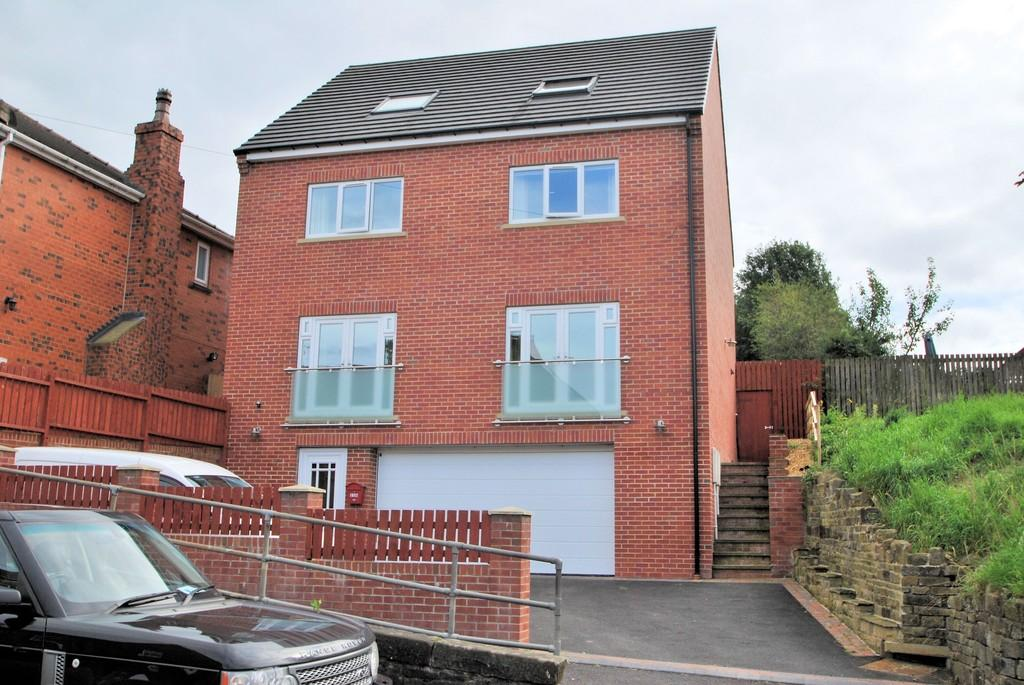 4 Bedrooms Detached House for sale in Green Road, Penistone, Sheffield