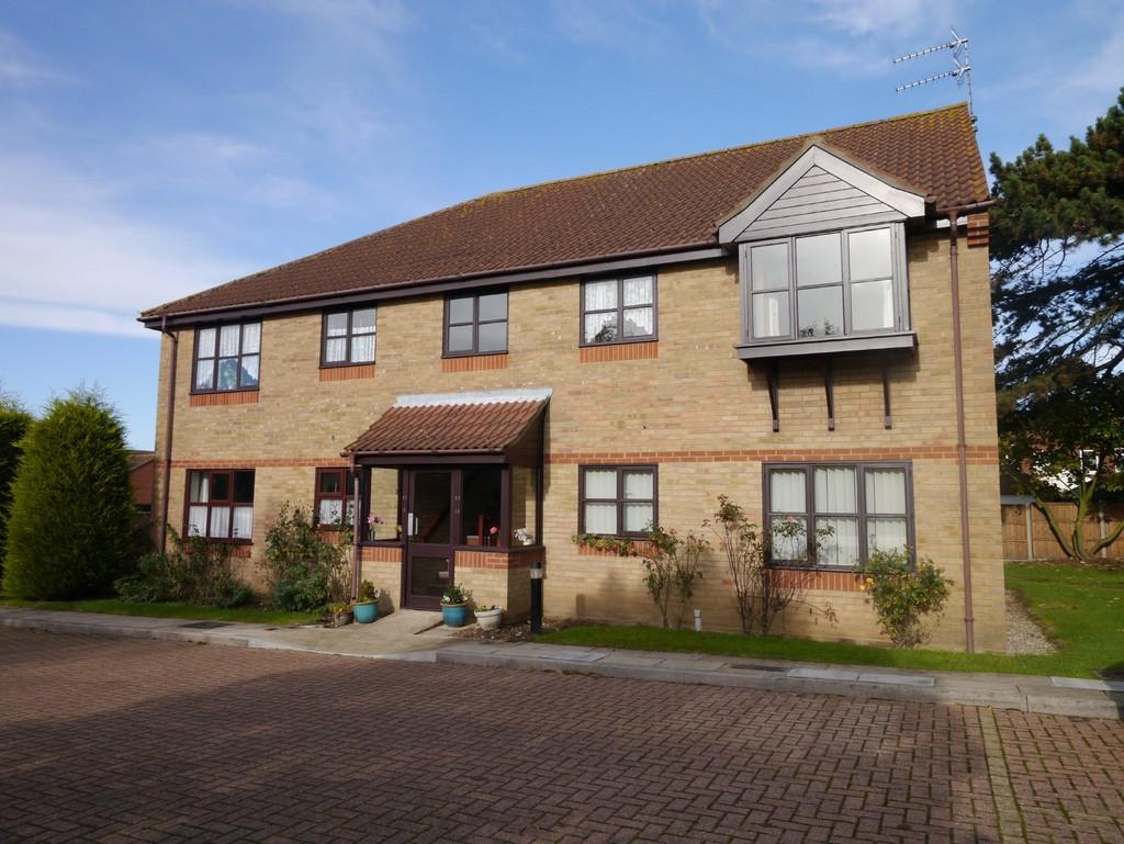 2 Bedrooms Apartment Flat for sale in Marlborough Court, Oulton Broad, Lowestoft