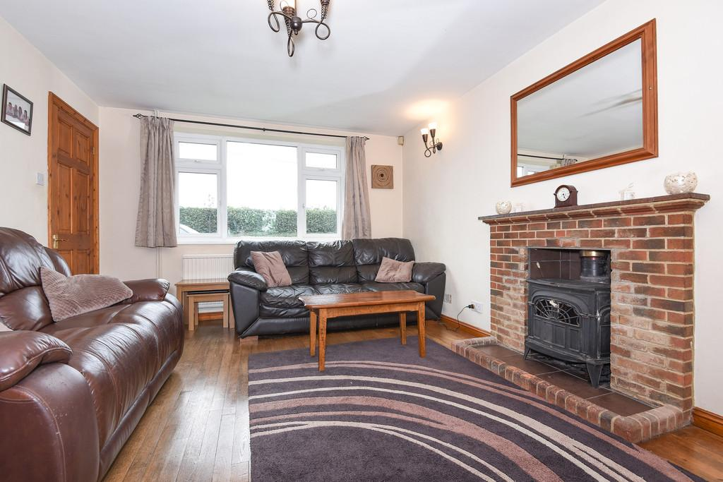 4 Bedrooms Detached House for sale in Lower Road, East Farleigh, Maidstone