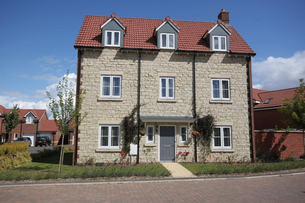 5 Bedrooms Detached House for sale in NORMAN DRIVE, OLD SARUM, SALISBURY, WILTSHIRE SP4 6FP