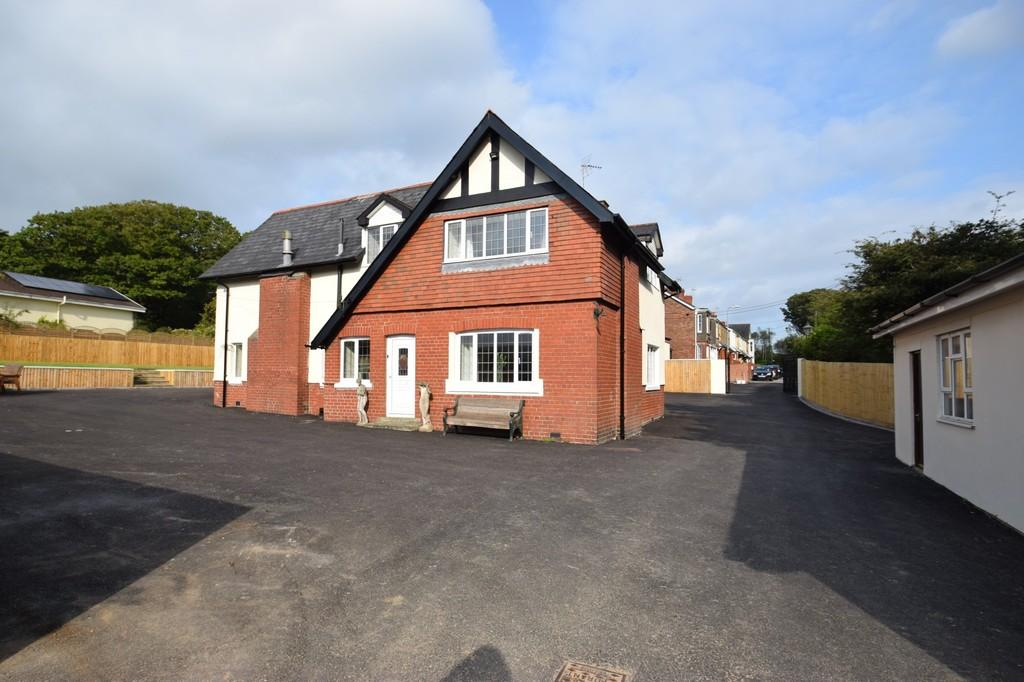 5 Bedrooms Detached House for sale in Cae Bryn House, Penybryn Terrace, Brynmenyn, Bridgend, Bridgend County Borough, CF32 9HU