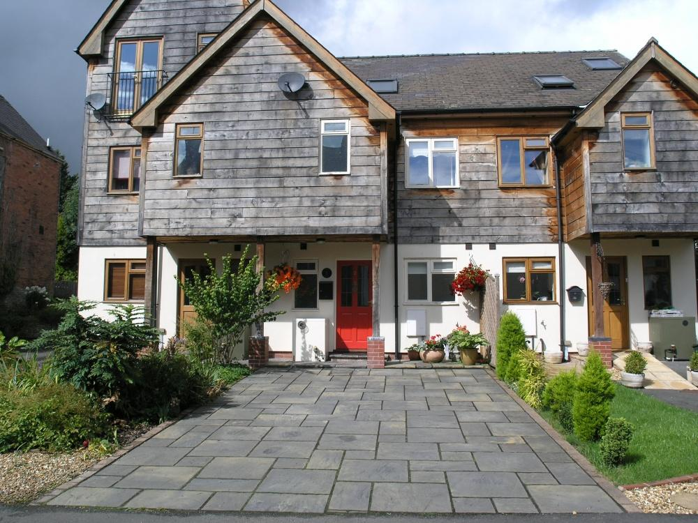3 Bedrooms Terraced House for sale in 2 Red Lion Mews, Knighton, LD7