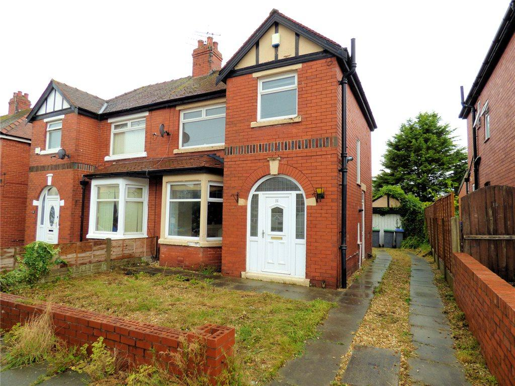 3 Bedrooms Semi Detached House for sale in Maurice Grove, Bispham, Blackpool