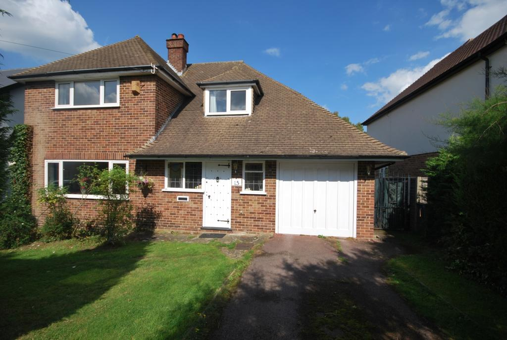 3 Bedrooms Detached House for sale in Golf Road Bromley BR1