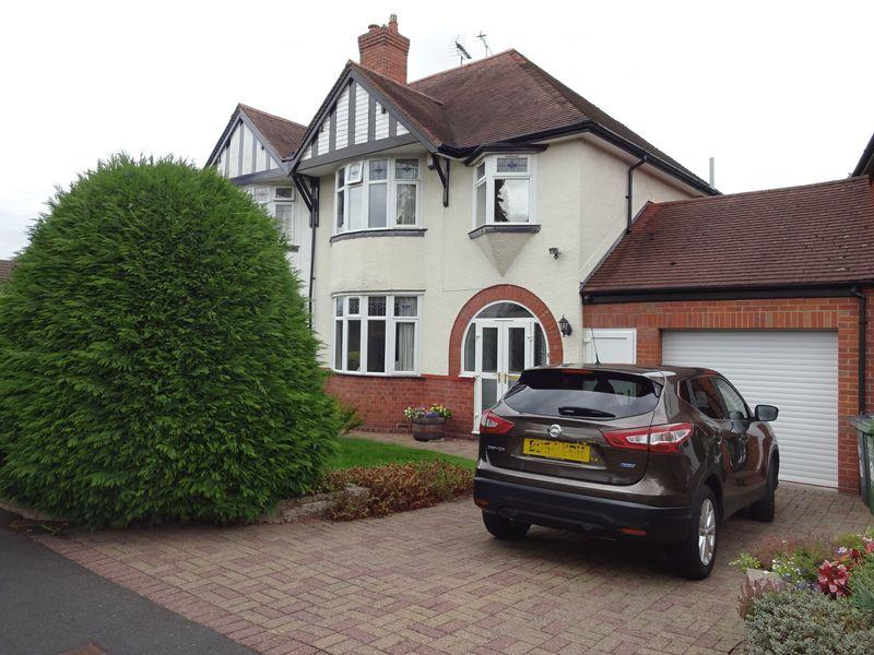 3 Bedrooms Semi Detached House for sale in St Johns Avenue, Kidderminster DY11 6AU