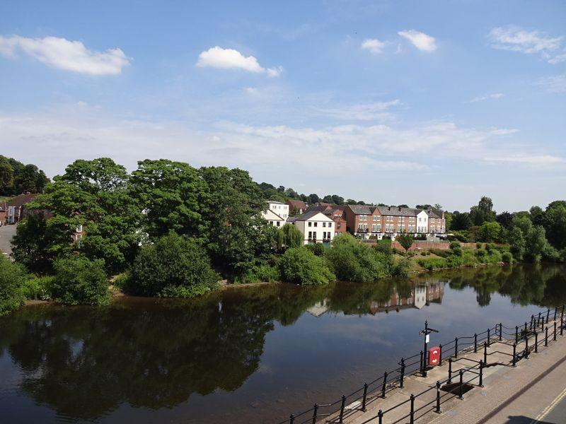 2 Bedrooms Apartment Flat for sale in Severnside South, Bewdley DY12 2DX
