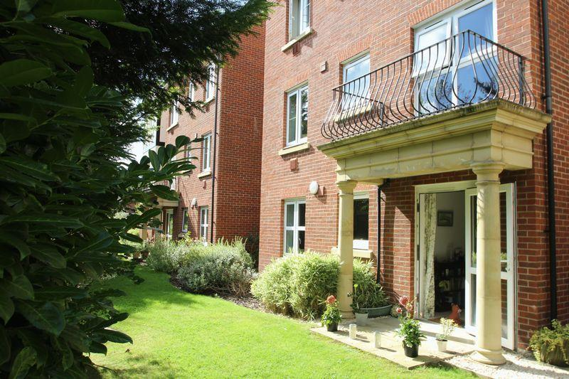 1 Bedroom Retirement Property for sale in Hadlow Road, Tonbridge
