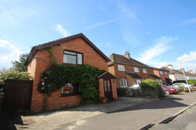 3 Bedrooms Detached House for sale in Hilden Park Road, Tonbridge