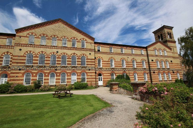 2 Bedrooms Flat for sale in Park East, Southdowns Park, Haywards Heath