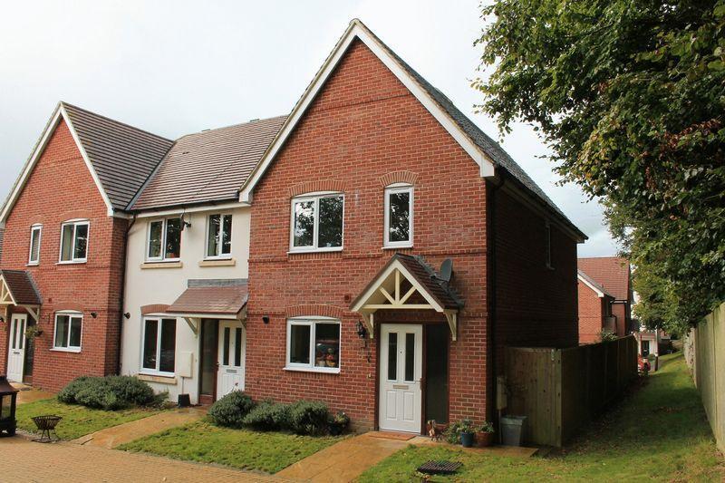 3 Bedrooms End Of Terrace House for sale in The Alders, Billingshurst