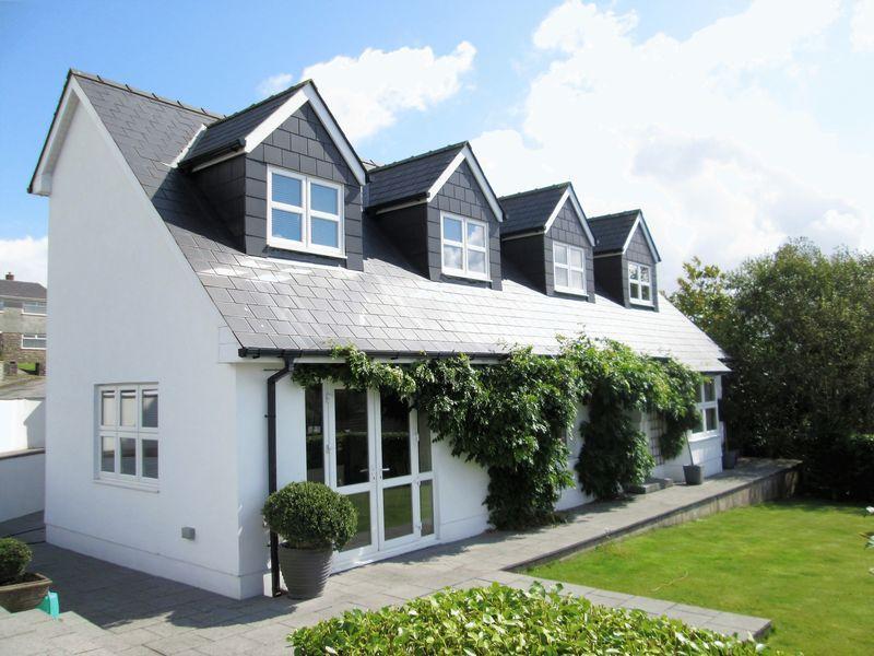 4 Bedrooms Detached Bungalow for sale in Redfern Glenview Pen-Y-Fai Bridgend CF31 4LZ