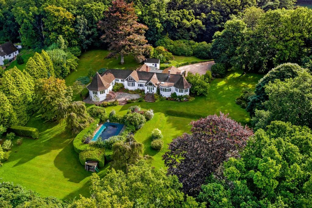 5 Bedrooms Detached House for sale in Between Rake and Liss, Hampshire