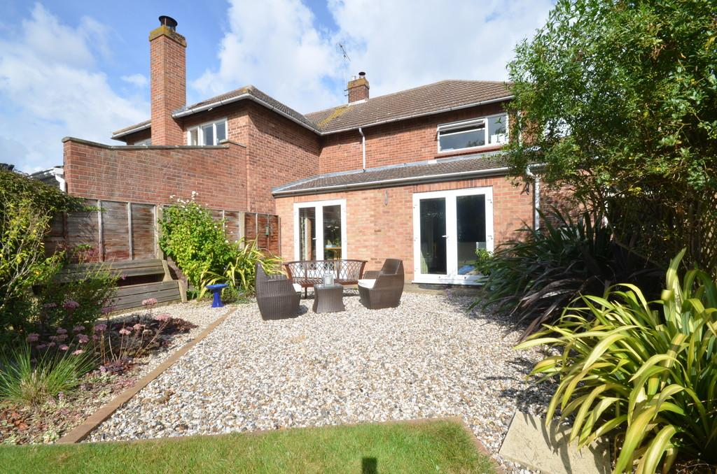 3 Bedrooms Semi Detached House for sale in Parr Drive, Lexden, CO3 9EP