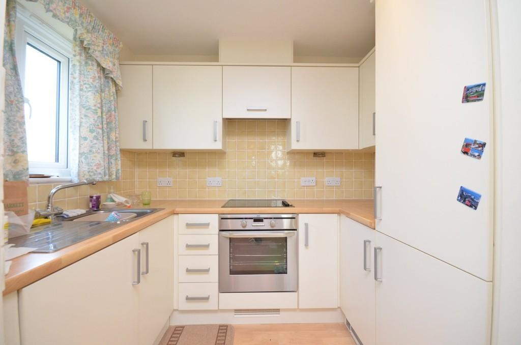 2 Bedrooms Flat for sale in Rectory Road, Tiptree, CO5 0SW
