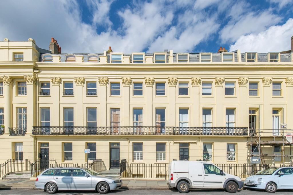2 Bedrooms Apartment Flat for sale in Brunswick Terrace, Hove, BN3 1HJ