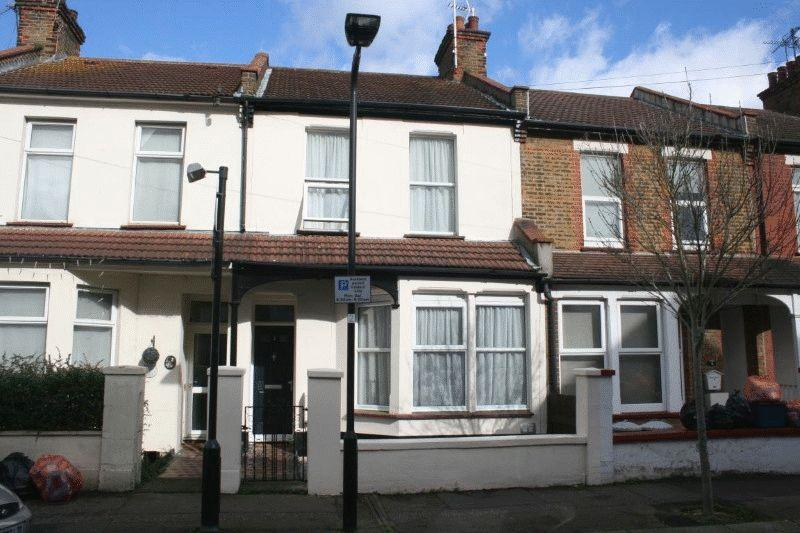 3 Bedrooms Terraced House for sale in Sweyne Avenue, Southend-On-Sea