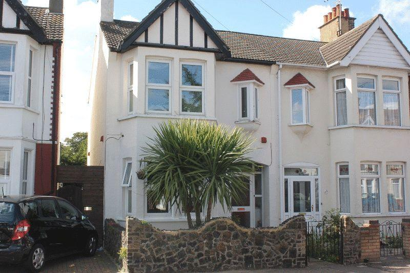 3 Bedrooms End Of Terrace House for sale in Christchurch Road, Southend-On-Sea