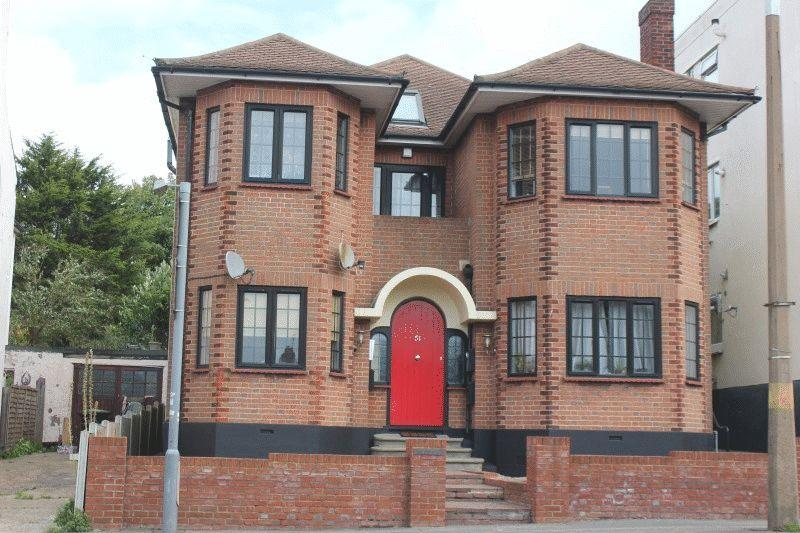 2 Bedrooms Flat for sale in Station Road, Westcliff-On-Sea