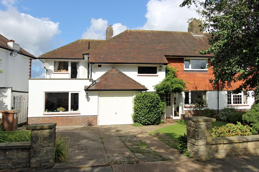 5 Bedrooms Semi Detached House for sale in Yewlands Close, Banstead