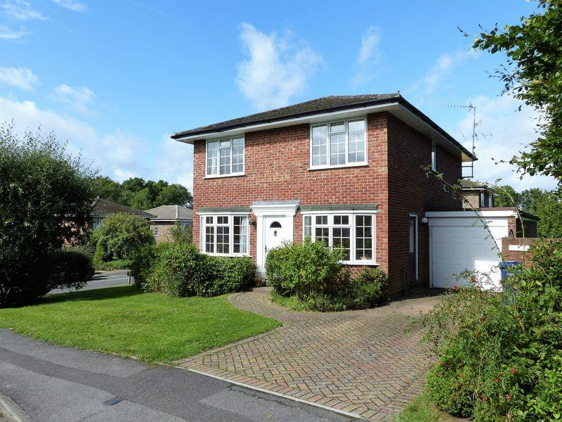 4 Bedrooms Detached House for sale in Cranleigh