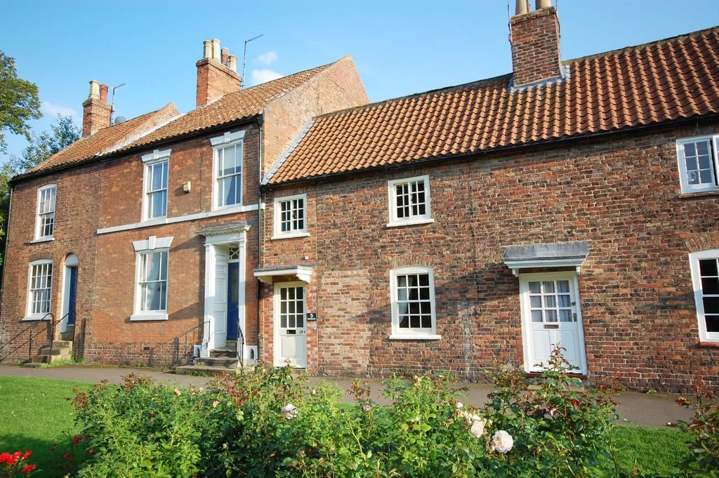 3 Bedrooms Terraced House for sale in Louth, Westgate