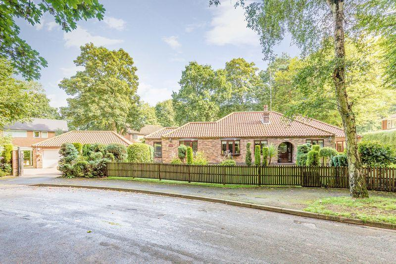 4 Bedrooms Detached Bungalow for sale in Lakeside Drive, Scunthorpe