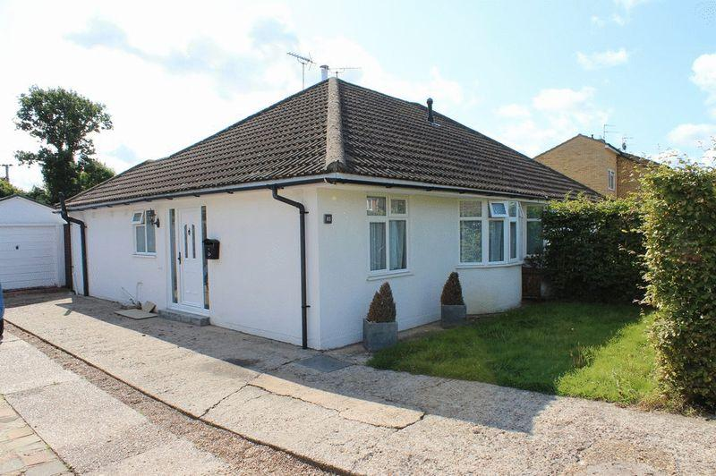 2 Bedrooms Semi Detached Bungalow for sale in Paddock Wood