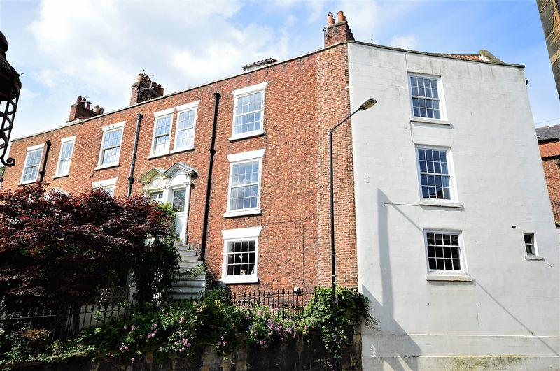4 Bedrooms Terraced House for sale in Newton Street, Whitby