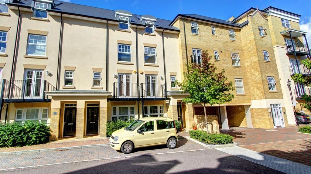 4 Bedrooms Terraced House for sale in Renwick Drive, Bromley, Kent