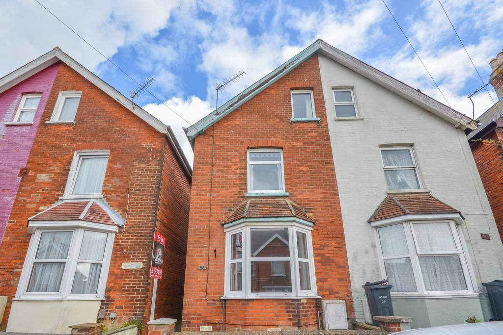 3 Bedrooms Semi Detached House for sale in Orchard Road, East Cowes