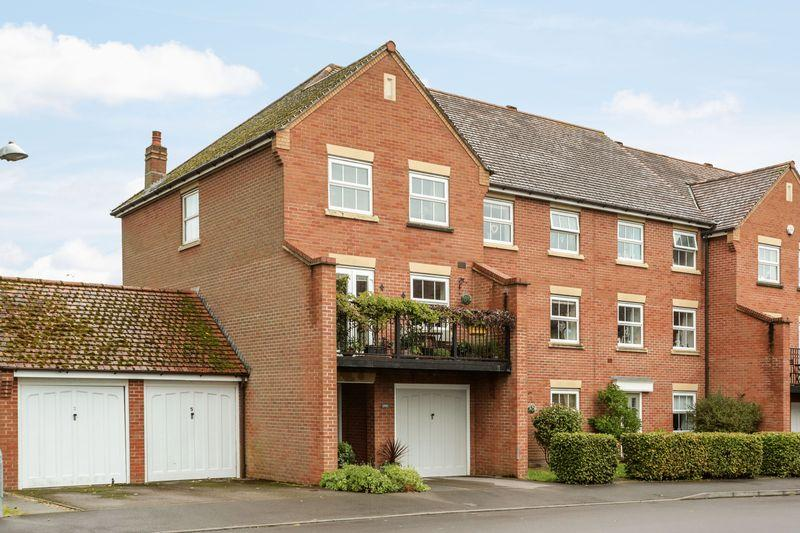 4 Bedrooms Terraced House for sale in Newman Road, Devizes